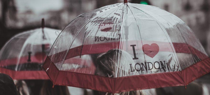 12 umbrele cu modele simpatice pentru sezonul ploios